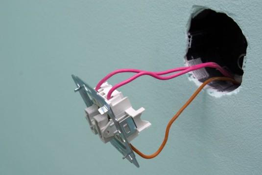 Монтаж выключателя в стену