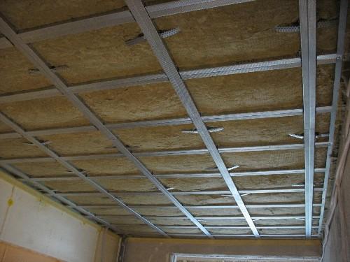 Шумоизоляционный материал на потолке